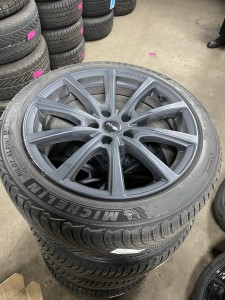 Winterbanden set Tesla Model 3 235/45R18 5.0/6.0/5.5/6.5mm G138SL